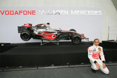 mp4 22 lewis.thumbnail Official: McLaren F1 MP4 22 unveiled