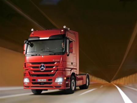 625156 1116139 3954 2965 07a2315 medium.thumbnail New Mercedes Benz Actros on the starting line