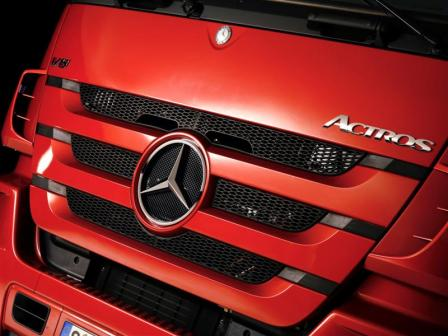 625157 1116142 3883 2912 07c2295 026 medium.thumbnail New Mercedes Benz Actros on the starting line