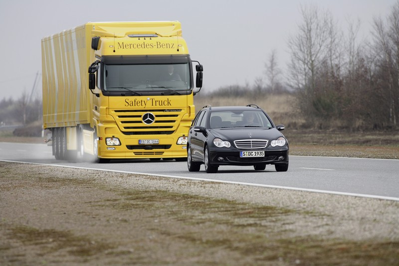 Mercedes Benz Actros Safety1 535x356 Mercedes System Could Prevent