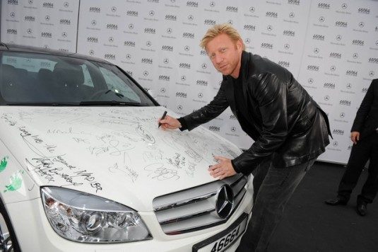 mercedes benz c350 nelson mandel02 535x356 Nelson Mandelas 90th birthday: Mercedes Benz presents an autographed C350