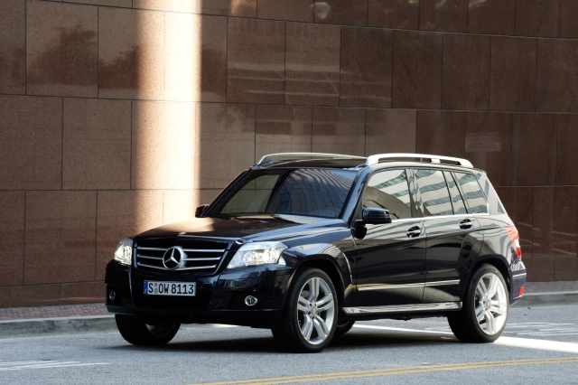 new mercedes benz glk posts impressive numbers of pre orders a mercedes benz. Black Bedroom Furniture Sets. Home Design Ideas