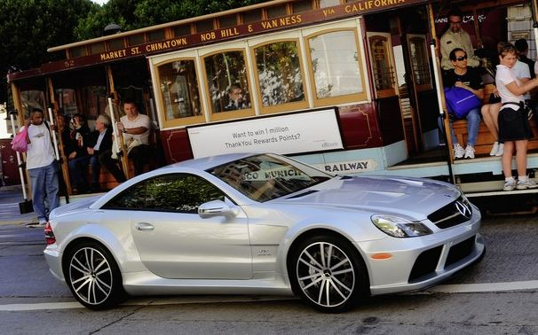 Wide, solid and low – that is the new Mercedes-Benz SL 65 AMG Black Series.