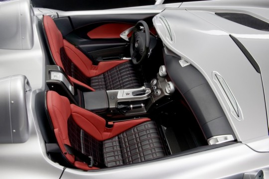 mercedes benz slr roadster stirling moss interior 2 540x359 New pictures of the SLR Stirling Moss interior